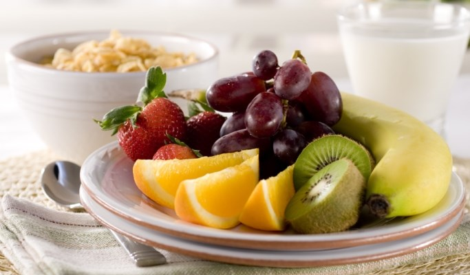 Eating fresh fruit daily was linked to lower blood pressure and blood glucose levels.