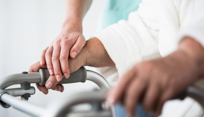Physical function and cardiac rehabilitation should be emphasized in elderly patients.