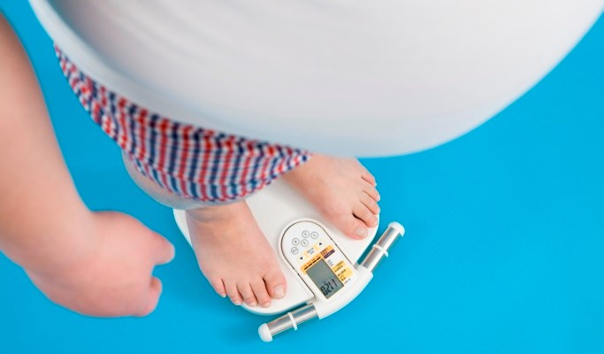 Weight loss in obese individuals may lead to reduced pain, affect, and somatic symptoms associated with chronic pain.
