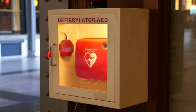 Only 17 of 50 US states require installation of automated external defibrillator devices.