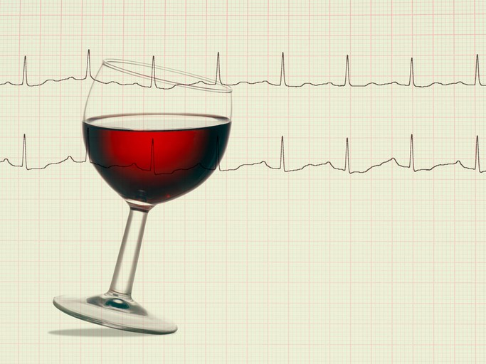 For older adults with heart failure, limited alcohol consumption after diagnosis is associated with survival benefit versus long-term abstinence.